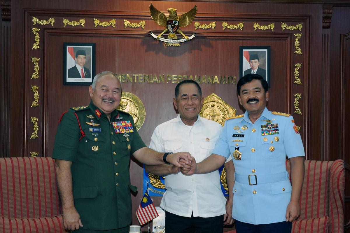 menhan-terima-pangab-malaysia-1
