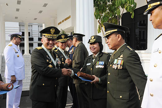 051018 HUT TNI 73